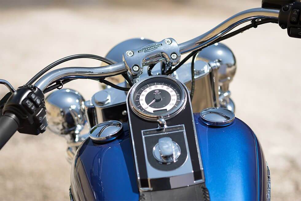 harley-davidson-softail-deluxe-09